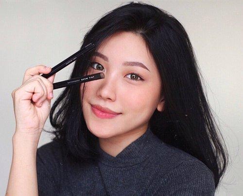 Omg totally amazed sama 2 products dari @mizzucosmetics : Perfect wear eyeliner & Brow tint .especially the Brow Tint yang bisa buat serat di alis dengan hasil yang natural + waterproof ! dan juga Perfect Wear Eyeliner nya dengan aplikator yang buat aku jadi super gampang untuk bikin eyeliner ❤️.-Btw @mizzucosmetics lagi ngadain competition #MizzuCariPapa loh, dan kalian berkesempatan buat dapetin iPhone XS ! So, buruan di cek yuk 😍 .@clozetteid #ClozetteID #MizzuxClozetteIDReview #ClozetteIDReview