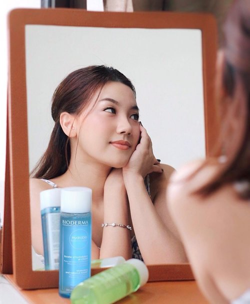 Respect Your Skin ✨ #BoostYourGlow with @bioderma_indonesia .Aku yakin kulit sehat, bersih dan glowing pasti jadi skin goals semua orang. But to achieve that goals, we obviously need hardwork and dedication. Introducing you to this Duo Boost toner probably need by Bioderma 🌻.Hydrabio Essence Lotion for dry skin & Sebium Lotion for Oily to combination skin type. Hydrabio Essence dengan fungsi utama sebagai toner yang melembabkan ( Hydrating boosting toner ) & Sebium lotion dengan fungsi utama menyeimbangkan pH kulit ( Rebalancing boosting toner ).Full review on my blog, link in bio ❤️@clozetteid #Bioderma #BiodermaIndonesia #BoostYourGlow #SebiumLotion #HydrabioEssenceLotion #BiodermaXClozetteIDReview #ClozetteID