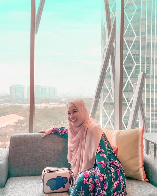 Stay away from negative people, they have a problem for every solution - Albert Einstein 😌⁣⁣⁣#grateful #momlyfe #momootd #hijab #hijabstyle #workingmom #workingmomstyle #clozetteid #momlife #hijabootd #whatimwearing #momstyle #instamom #momoftwo #instamom #officestyle⁣ #quoteoftheday ⁣⁣⁣⁣⁣