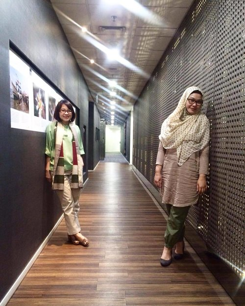 Color coordinated 💚💛 #officemate #partnerincrime #earthytones #officestyle #officeootd #whatiweartowork #wiw #ootd #stylegram #clozetteid