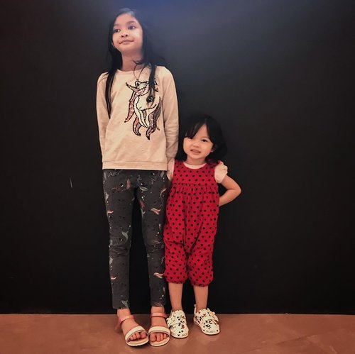 Here's to sleepless night, crying, laughing, the highest of highs, the lowest of lows, and everything in between, I won't change a single thing... My biggest accomplishment ❤️🖤  #kesayangan #loveofmylife #sister #sistersquad #clozetteid #kidsofinstagram #firstborn #secondborn #momoftwo #momlife #sisterhood #daughter #motherhood #siblings #sisterlove