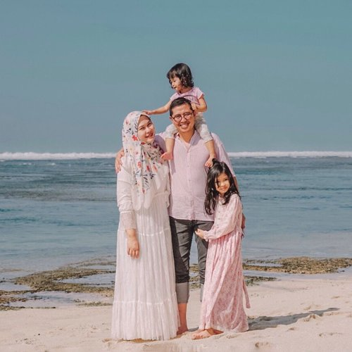 If a man expects his woman to be an angel in his life, then he should first create a heaven for her - unknown quote ⁣♥️ ⁣ #family #otherhalf #clozetteid #husbanandwife #kesayangan #marriagelife #lifelessons #loveofmylife #marriagequotes #familyfirst