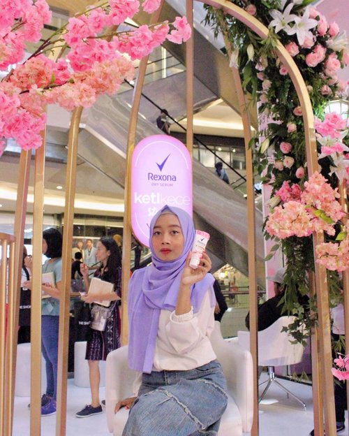 yall know? @rexona_id deodorant dry serum is finally available to brighten up your underarms skin and dries faster after application! you don't need to worry about leaving yellow stains on your clothes, because rexona dry serum is 0% alcohol. available in 3 scents; lily, rose and sakura (highly recommended). go get yours now! 🌸✨-#ketikece #rexonadryserum #theshonet @theshonet #collabwithzahra #clozetteid