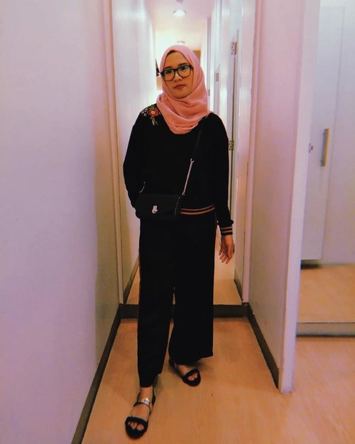 Doakan yang baik baik saja Bismillah 🙏...#clozetteid #clozette #ootd #ootdhijab #hijabfashion #hijabstyle #hijabootd