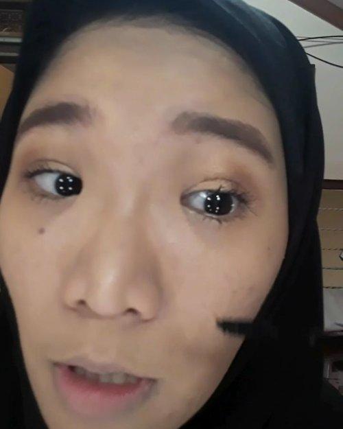 Makeup :🔸️ @instaperfectbywardah Matte BB Cushion ~ Beige🔸️@wardahbeauty Shine Free BB Loose  Powder🔸️Precious Eyebrow by @blackkimshop ~ Light Brown🔸️Brow Mascara @maybelline🔸️Eyeshadow Pallette @ltpro_official 🔸️@wardahbeauty Eyexpert the volume expert mascara🔸️020 Contouring and Blush pallette by @blackkimshop 🔸️@innisfreeindonesia vivid cotton ink ~ 2...#MOTD #clozette #clozetteid #makeupoftheday #face #otwoocoametics #wardahindonesia #innisfree #ltpro #makeupcimahi