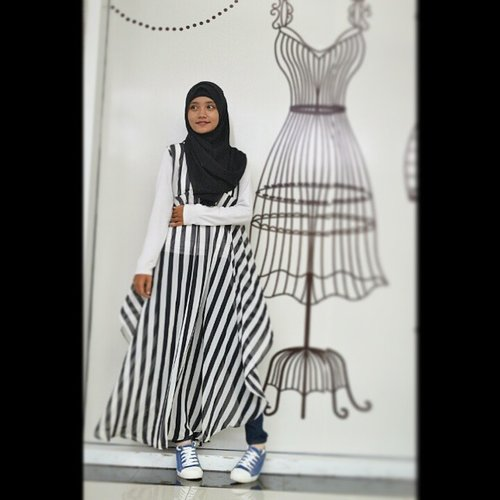 Place : @LivingWorld Alam Sutra Photo by : @elamyears  #Monochrome #style #hijabstyle #hijabist #hijabfeature_2015 #clozetteid #modeling #blackandwhite #portrait #pose #GoDiscover #HOTD #OOTD #latePost