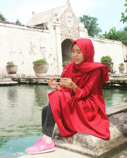 Coy Camata akoh kayanya perlu diganti Cen bocen itu itu wae ..Bagi uit la rang kayak#tamansari#tamansarijogja #tamansariwatercastle#akujalanjalanloh#travelrack#ayodolan#folkindonesia#exploreindonesia#exploremagelang#explorejogja#jogjajateng#jogjaku#dolanjogja#keluarbentar#indotravellers#INDOTRAVELLERS#indonesiantraveler_#parapejalan#mainsebentar#kerengan#indonesiajuara#indonesiapradise#wonderful_location#indonesia_photography#thisisindonesian#wonderful_places#bestvacations#clozetter#clozetteid