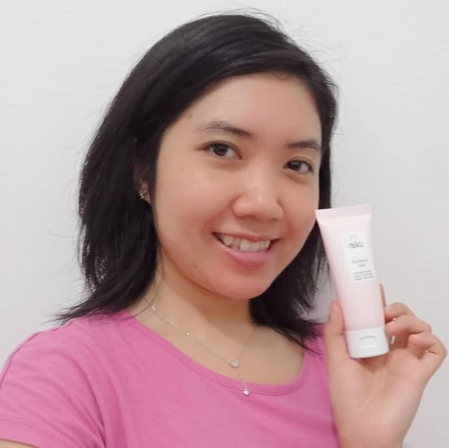 Hello, after sometimes finally can give you review about this mask! Thanks @raikubeautyfor letting me try your new product.This is Raiku Brightening Mask. This product contains Caviar Extract, Niacinamide, Sodium Hyaluronate and Collagen. It is good for hydrating and brightening your skin.I've been using this for a week as sleeping mask and surprisingly it is super easy to absorb. Maybe the easiest of all sleeping mask I've tried. It does hydrating and plumping my skin. However I have not seen the brightening effect yet on my skin. Will update you more kn my blog after some more times.@onie_callista#Raiku #RaikuBeauty #RaikuLeaveonMask #RaikuBrighteningMask