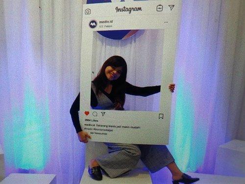Mediv adalah platform virtual store pertama di Industri KesehatanMediv adalah platform pertama dan satu satunya dalam industri kesehatan di Indonesia yang memungkinkan Mitra Mediv untuk berjualan alat kesehatan & produk kosmetik hampir tanpa modal dan tanpa membutuhkan ruangan/gedung khusus.Rasakan pengalaman berbelanja alat kesehatan online seperti di dunia nyata, sebuah sensasi yang tak akan kalian peroleh di toko digital atau e-commerce manapun dengan teknologi Augmented Reality.Mediv didukung penuh oleh Kimia Farma perusahaan farmasi terbesar di Indonesia.________________________________________#clozetteid #looklikeaprincess #ootd #princess #fashionblogger #fashionblog #travelblogger #instafashion #ootd #beautiful #ootdmagazine #fashioninspo #styleinspiration #styleblogger #stylegram #streetfashion #lookoftheday #whatiwore #whattowear #bloggersgetsocial #fitspiration #likegram #travelling #traveler #travelphotography