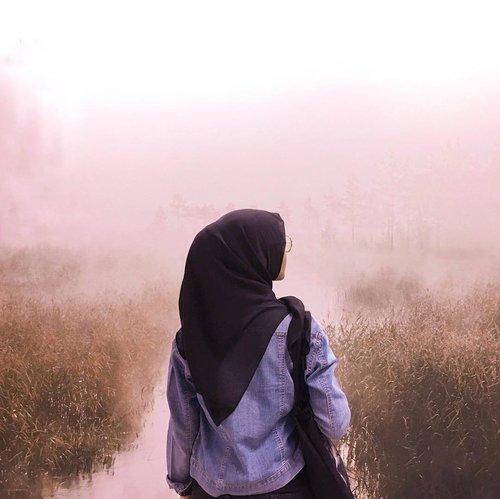 Ngga ngga, ini bukan di alam 😜.📸 @rhomandeef ...#clozetteid #ootd #hotd #hijaboftheday #hijabstyle #hijaboutfit #ikea #ikeaalamsutera