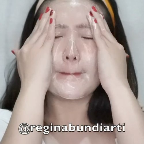 Cuci muka tanpa kapas!! ✅-Product details : ❤️Water Wash BalmCuma perlu bilas muka kering pake ini dan makeup langsung luntur!! 💯 you guys bisa cobain dan beli dengan special price! Just click link di bawah ini 👇🏻http://hicharis.net/Reginabundiarti/JGm#Water Wash Balm #juicetocleanse #skincare #CHARIS #hicharis @hicharis_official @charis_celeb Next aku maskeran pake Rose all day SET. Masker peel off yang agak sakit jujur 😂 tapi warna nya unik dan lucu hehehe 😍 check this one too 👇🏻http://hicharis.net/Reginabundiarti/JGl#roseallday #maskpacks #peeloffmask #Maskeraide #hicharis @hicharis_official @charis_celeb-#clozetteid #ootdindokece #ootdindo #lookbookindonesia #styleootd #ootd #ootdmagazine #ootdindonesia #potd #bunnyneedsmakeup #bvloggerid #gengbvlog #indobeautygram #indobeautysquad #beautychannelid #tampilcantik #ragamkecantikan #tipskecantikan #zonamakeupid #kbbvmember #kbbvfeatured