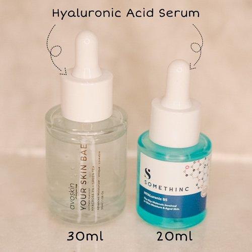 Hyaluronic Acid Serum-Serum bahan aktif pertama banget yang aku kenal dan it works amazingly on my skin. Dua tahun lalu susah banget nyarinya, tapi sekarang udah ada brand lokal yang ngeluarin Hyaluronic Acid dan ga kalah bagus!! 😍☺️-Ini 2 serum yang aku punya dari @avoskinbeauty dan @somethincofficial 😚Dari segi harga :Avoskin (30ml) : 139.000Somethinc (20ml) : 115.500Somethinc (40ml) : 199.000Menurut aku masih range harganya masih affordable ya dan ga yang mahal banget kok 👌🏻-Teksturnya : Somethinc super encer kayak air, sedangkan avoskin lumayan kentalPenyerapannya : menurut aku sama sama cepat, bahkan agak shock sih avoskin kan agak kental tapi cepet nyerapnya dan ga lengket (feel nya di muka kalian)Kegunaannya : well yang utama itu untuk memberikan moisture pada wajah tapi juga bisa mengunrangi garis halus-Bisa di pakai ☀️ dan 🌚 hari kok untuk keduanya. Pastinya bisa untuk semua jenis kulit ya, tapi lebih disarankan untuk yang kulitnya kering/ dehidrasi yaa-Keduanya Sudah✅ BPOM✅ NO Fragrance✅ Cruelty Free✅ Paraben Free✅ Alcohol Free-I love both! Aku pake gantian hehe. Kalo di aku ya, somethinc kayak pake air, karena light banget. Kalo avoskin lebih kental, tapi ga lengket. Aku ga ada masalah selama pake keduanya, totally fine on my skin and works perfectly. Kamu mau coba yang mana dulu??? 😋 #clozetteid #potd #skincarereview