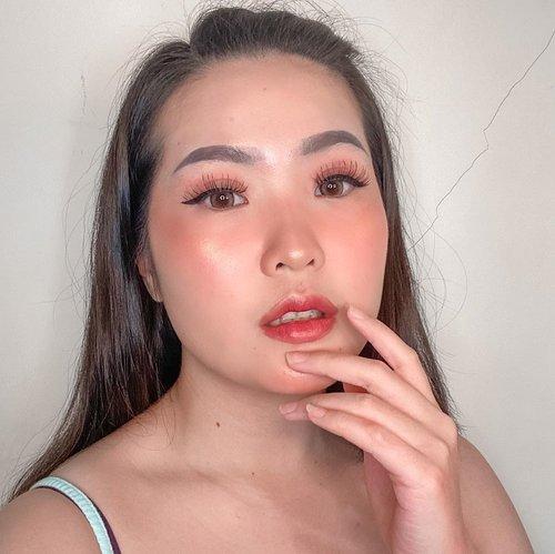 Bingung mau ngapain? Sama! Tahan2 ya guys ❤️🙏🏻-Nih aku kasih video buat nemenin apapun yang kalian lakuin selama #dirumahaja 😚😂. Ini makeup look pake produk - produk baru, either dari pr package atau goodie bag dari event. Cusss link di bio ya 😘😘😘 #clozetteid #makeuplooks #joylabbeauty #byscosmetics #hydragloss #otwoocosmetics #riveracosmetics