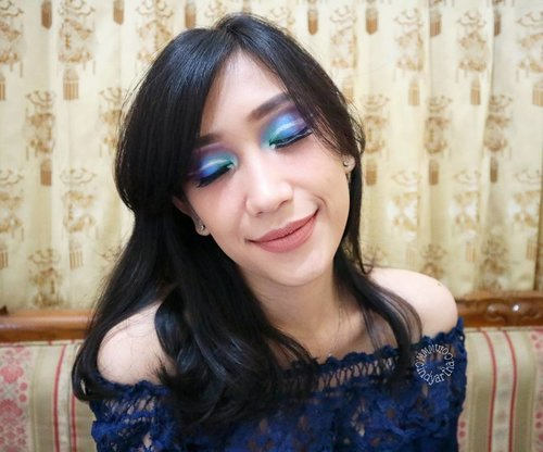 Festive eye makeup idea by using only one local eyeshadow pallete 💙💚💜 @inezcosmetics X @beautiesquad  Tutorial is up! bit.ly/INEZ5-cindy  #Beautiesquad #InezCosmetics #BeautiesquadXInez #EOTDInez #makeuphaul #makeupjunkie #blog #blogging #blogger #dailylife #dailymakeup #beautyproduct #beautyreview #igdaily #beautyblogger #like4like #bloggerindo #bloggerswanted #bloggerstyle #bloggerlife #bloggerlifestyle #indobeautygram #beautybloggerindonesia #bloggerlife #bloggerindonesia #clozetteid  #makeupobsessed #feature_my_makeup_art