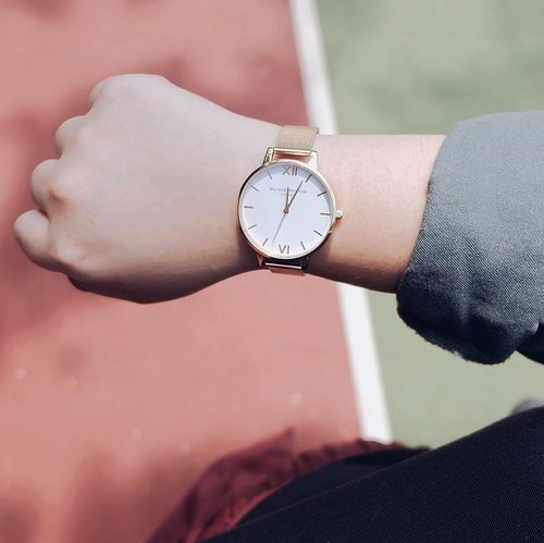 Rise n Shine . . . . . . . . . . . . . . #oliviaburton #oliviaburtonwatches #Reneetan #reneeplusstye #wearthetrends #fashionblogger #fashion #clozetteid #clozetteambassador #psfashion #psblogger #likes #likeit #bodypositive #celebratemysize #stylehasnosize #potd #ootdindo #lookbook