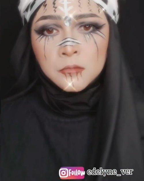 Posting ini lagi deh 🙃  #brushedbyedelyne #makeup #ohshitchallenge #tiktokchallenge #makeuptransformation #makeupartist #garutupdate_  #muagarut  #bandungbeautyblogger #tribepost  #bandungbeautyvlogger  #indonesianbeautyvlogger  #insta  #clozetteid #makeupkarakterhijab @makeupkarakterhijab #wakeupandmakeup #makeupmafia #undiscoveredmuas