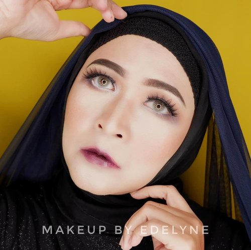 "<div class=""photoCaption"">Malam minggunya makan gowok aja Makeup yang dipake : @mybeautypedia.id light correcting serum primer sunlight@mybeautypedia.id insta to go blur stick@yslbeauty all hours foundation @mybeautypedia.id prime and fine makeup transformers drops lightening @kryolanindo tv paint stick ng1 @shuuemura powder @thebalmid marylou manizer @lacolorscosmetics day to night eyeshadow pallete from @makeupuccino@nyxcosmetics_indonesia SMLC Vancouver from @makeupuccino@lookecosmetics Luna @salsacosmetic eyebrow guru @wardahbeauty eyeXpert eyeliner @wardahbeauty eyeliner pencil white @poppydharsonocosmetics mascara @poppydharsonocosmetics blush on tawny @katvondbeauty shade and light pallete  <a class=""pink-url"" target=""_blank"" href=""http://m.clozette.co.id/search/query?term=makeupbyedelyne&siteseach=Submit"">#makeupbyedelyne</a>  <a class=""pink-url"" target=""_blank"" href=""http://m.clozette.co.id/search/query?term=makeup&siteseach=Submit"">#makeup</a>  <a class=""pink-url"" target=""_blank"" href=""http://m.clozette.co.id/search/query?term=clozetteid&siteseach=Submit"">#clozetteid</a>  <a class=""pink-url"" target=""_blank"" href=""http://m.clozette.co.id/search/query?term=wakeupandmakeup&siteseach=Submit"">#wakeupandmakeup</a>  <a class=""pink-url"" target=""_blank"" href=""http://m.clozette.co.id/search/query?term=makeupideas&siteseach=Submit"">#makeupideas</a>  <a class=""pink-url"" target=""_blank"" href=""http://m.clozette.co.id/search/query?term=makeupmuslimah&siteseach=Submit"">#makeupmuslimah</a>  <a class=""pink-url"" target=""_blank"" href=""http://m.clozette.co.id/search/query?term=makeupandhijab&siteseach=Submit"">#makeupandhijab</a>  <a class=""pink-url"" target=""_blank"" href=""http://m.clozette.co.id/search/query?term=bunnyneedsmakeup&siteseach=Submit"">#bunnyneedsmakeup</a>  <a class=""pink-url"" target=""_blank"" href=""http://m.clozette.co.id/search/query?term=instamakeup&siteseach=Submit"">#instamakeup</a>  <a class=""pink-url"" target=""_blank"" href=""http://m.clozette.co.id/search/query?term=mua&siteseach=Submit"">#mua</a>  <a class=""pink-url"" target=""_blank"" href=""http://m.clozette.co.id/search/query?term=makeupartistworldwide&siteseach=Submit"">#makeupartistworldwide</a>  <a class=""pink-url"" target=""_blank"" href=""http://m.clozette.co.id/search/query?term=bandungbeautyblogger&siteseach=Submit"">#bandungbeautyblogger</a></div>"