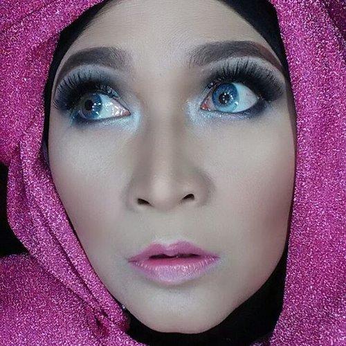 Face : Mac studio fix fluid,  NYX stay matte but not flat powder foundation, Kvd shade and light,  The balm marylou manizer. Blush : Beauty treats from @nikeniculaBronzer : elf pressed mineral bronzer peach Eyes : UD Vice 3, revolver and Bobby dazzleLashes : Andiyanto Brows : viva eyebrow brown, nyx wonder pencil light from @makeupuccino Lips : Inez perfect Glow Matte Lipstick 01-light Blush,  Inez luscious liquid lipstick 06-chestnut from @inezcosmeticsSoftlens : from @cleolens #makeupbyedelyne #hijabbyedelyne #indonesianbeautyblogger #mua #muaindonesia #makeupartist #makeupaddict #makeupartistsworldwide #wakeupandmakeup #dressyourface #vegas_nay #huda_beauty #zukreat #eyesoftheday #eyelashes #motd #makeupinspiration #makeupoftheday #indobeautygram #clozetteid #makeup #hijabellamagazine #hijabmodern #hijabfashion #makeupandhijab #hijabandmakeup