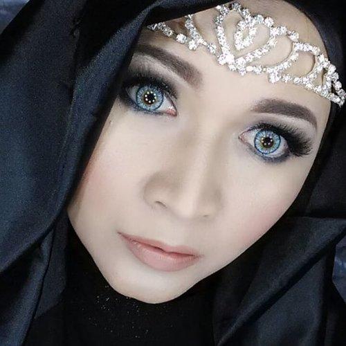 Thank @cleolens and @putzliciouz,  softlens sonic blue nya cakep banget and nyaman dipake, love it!! #makeupbyedelyne #hijabbyedelyne #headpiecebyedelyne #indonesianbeautyblogger #mua #muaindonesia #riasmuslimah #eyesoftheday #dressyourface #softlens #makeupartist #makeupaddict #makeupartistsworldwide #wakeupandmakeup #eyelashes #clozetteid #makeup #hijabellamagazine #hijabmodern #hijabfashion #instahijab #instabeauty