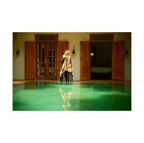 #hijabstyle #ootdhijab #clozetteid #starclozetter #exploreyogyakarta #explorejogja #visityogyakarta #bloggerstyle #styleblogger #tamansari #tamansarijogja #photooftheday #indonesia #yogyakarta #sumurgumuling #travelblogger #everoniajalanjalan #hijabootd  @adhisthana  Outwear @ramintenboutique