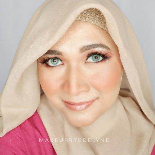 Selamat berbuka puasa gaessss 😄Puasanya masih lancar khaaan...Nih makeup buat acara bukber, no foundation, nanti ya aku kasih video tutorial nya, siapa tau kalian mau bikin makeup kaya gini buat acara bukber besok. Seperti biasa semua complexionnya menggunakan produk lokal. #brushedbyedelyne #makeup #mua #makeupindonesia #makeuplokal #undiscovered_muas #beautynesia #bunnyneedsmakeup #wakeupandmakeup #makeupartist #clozetteid #beautybloggerindonesia #bandungbeautyblogger #boldmakeup #instadaily #ragamkecantikan @bunnyneedsmakeup @setterspace #beautylosophy @ragam_kecantikan