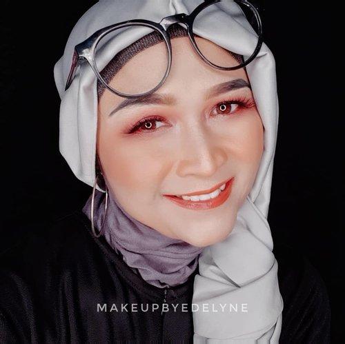 Morniiing....tetap sehat, tetap semangat ya teman-teman 🙏💙. #brushedbyedelyne #makeup #clozetteid #makeupandhijab #dirumahaja #staysafe