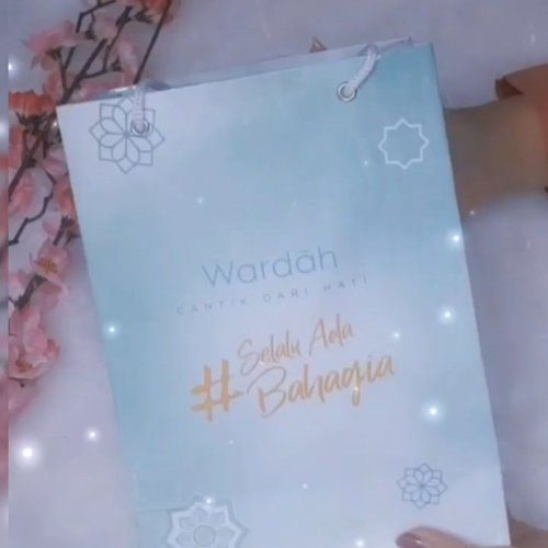 Review lengkapnya ada di blog aku www.everonia.com   @clozetteid @wardahbeauty #wardahhydrarose #wardahrisewithrose #clozetteid #wardahxclozetteidreview #beautyblogger #skincare #bandungbeautyblogger #contentcreator #influencer
