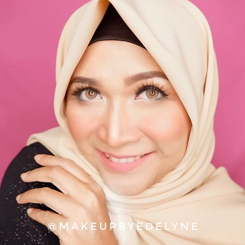 Selamat pagii, aku pakai kerudung 3 in1 ya ini, yang mau order langsung dm aja . #brushedbyedelyne #makeupandhijab #clozetteid #makeup #hijabchic #bloggerstyle #hijabfashion