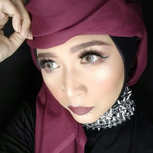 Sometimes ago .Morning everyone !#brushedbyedelyne #makeup #clozetteid #makeupartist #beautyblogger #beautyinfluencer #instagood #hijabchic #hijabinspired