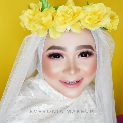 Geser untuk foto before makeup  #makeupbyedelyne #muaindonesia #muabandung #muagarut #muajakarta #makeupartist #indonesianmakeupartist #instamakeup #instafamous #professionalmakeupartist #privatemakeup #muamalaysia #muasingapore #makeupidea #makeupforhijab #weddingmalaysia #weddingbrunei #weddingindonesia #makeupartist #mua #beforeandaftermakeup #wakeupandmakeup #anastasiabeverlyhills #makeupforever #morphe #wardah #wardahbeauty #makeuppassion #makeuplook #clozetteid