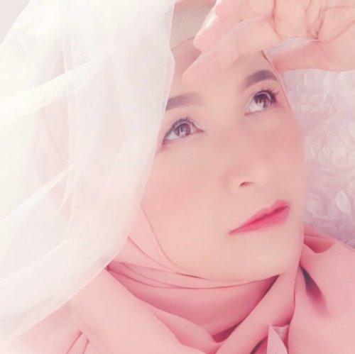 #visualart #virtualphotography #hijabi #brushedbyedelyne #photooftheday #photography #photobyedelyne #stayhome #clozetteidpotw #clozetteid #momlife #instagram #instadaily #instalike #bloggerlife #bloggersofinstagram #emakblogger #stayhome #dirumahaja #garut