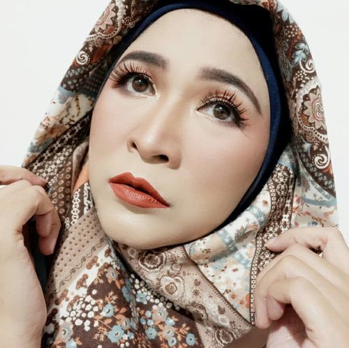 The person who tries to keep everyone happy often ends up feeling the loneliest.Good night everyone ❤#makeupbyedelyne #starclozetter #Clozetteid #kbbvmember #tribepost #bandungbeautyblogger #makeupoftheday #makeupandhijab #makeup #makeuppassion