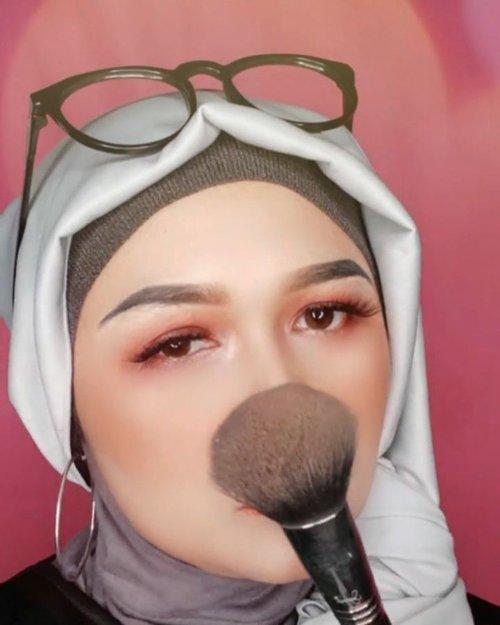Just me 😁#brushedbyedelyne #makeup #hijabandmakeup #clozetteid #stayathome #dirumahaja #passthebrushchallenge #dontrushchallenge #instagram #makeupartist #staysafe #sigma #bandungbeautyblogger #beautybloggers#beautyinfluencer#emak2bloggerBrush by @sigmabeauty