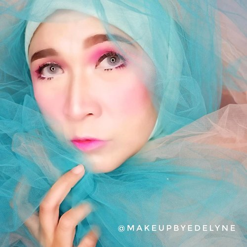 Good morning 💙#brushedbyedelyne #makeup #clozetteid #beautyinfluencer #wakeupandmakeup #mua #makeupart #bandungbeautyblogger #hijabinfluencer #hijabandfashion #hijabandmakeup #hijablook #bloggerstyle #hijabifashion