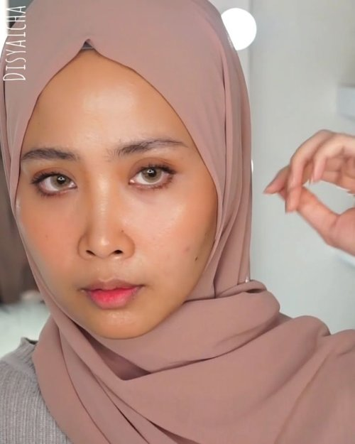 NO MAKEUP MAKEUP LOOKtutorial #nyadisyaicha Bahan-bahan@skii ( facial treatment clear lotion)@skii (genoptics spot essence)@skii ( Fte)@skii (rna power)@skii (atmosphere uv cream)@lagirlcosmetics (orange conclear)@maybelline (fit me conclear 20)@pixycosmetics ( twin blush orange)@urbandecaycosmetics X @kristenxleanne (brown)@benefitindonesia ( bad garl bang)@maybelline ( mascara hyper curl)@pixycosmetics (tint me orange).....#100daymakeupchallenge #beautyenthusiast #beauty #beautygram #makeup #makeuptutorial #contourtutorial #makeup #beautygoersid #indobeautygram #indoveautysquad #beautygram #beautybloggerindonesia #tasyashoutoutfarasya #dwiendahpusparini #clozetteid #clozette #ivgg #ivgbeauty #esqa #esqaddicted #minitutorial #indovigram #eotd #ibv #udindonesia@beautybloggerindonesia @tampilcantik @ragam_kecantikan @cchannel_beauty @indobeautygram @tips_kecantikan @popbela_com @clozetteid @bloggermafia @indobeautygram @indovigram