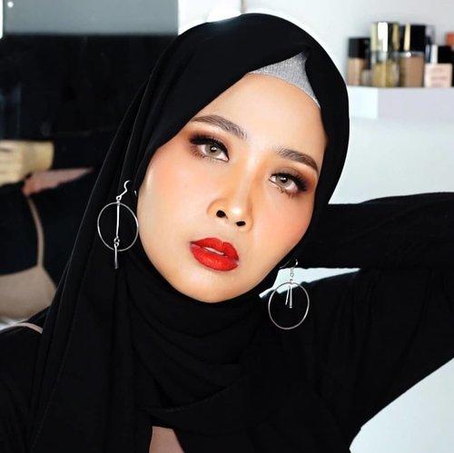 Dua lip matte  dari @floretcosmetic X @joviadhiguna ( okkur dan guitar )Review besok Up naik di youtube#floretcosmetic #motd #makeup #clozetteid #lipamatte #beauty #ragamkecantikan  @beautybloggerindonesia