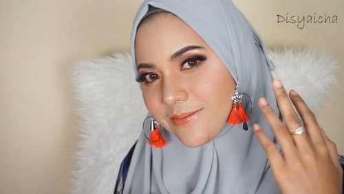 Tonight up my youtube channel#makeupinorangProductsBasedmakeup1. @lancomeofficial ( uv expert)2. @wnwcosmetics ( cover all conclear pallete hijau)Foundation1. @diormakeup ( forever foundation 025)2. @guerlain.id (aqua nude)Conclear & contour1. @nyxcosmetics_indonesia ( wonder stick)2. @maybelline ( fit me conclear 20)Blush & bronze1. @pixycosmetics ( lip matte stroberi milk satin)2  @benefitindonesia ( california)3. @thebodyshopindo( bronze 04)Powder1. @chanelofficial ( powder 20)Lipstick1. @ltpro_official( lip cream mettalic)2  @mineralbotanica ( mineralbotanicaXtasyafarasya lip topper)QNA??Talentnya siapa namanya? @oktav737Ngerekam pake kamera apa?Sonyalpha 600 lensa E 3.5-3.6Lightingnya apa?Softbox,ringlight,beautycaseEditnya?Adobe premiere pro#makeuptutorial #hudabeauty #wakeupandmakeup @indobeautysquad #indobeautysquad #indobeautygram #indovidgram @indobeautygram @clozetteid #clozetteid
