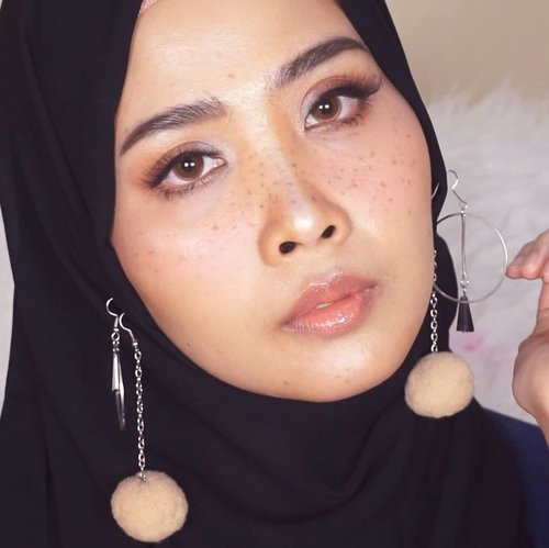 Freckles 😊Products#basedmakeup1. @lancomeofficial ( uv expert aqua gel)2. @pixibeauty (glow mist)#foundation1.@chanelofficial (perfection lumiere velvet 20)#blushon1.@glossier ( puff)#contour #highlighter1. @nyxcosmetics_indonesia ( wonder stick deep profond)2. @maybelline (duo v face medium)#eyeshadow1. @rollover.reaction ( lip and cheek stain paloma)#eyeliner1. @maybelline ( hypersharp blackliner)#mascara 1. @maybelline (push up drama)2. @catrice.cosmetics (rock couture 24h)#eyebrow1. @wnwcosmetics (brow kit ash brown)#lipstick 1. @thebodyshopindo ( matte liquid crete carnation)2. @lookecosmetics ( holy lip polish luna)#nyxcosmeticsid #clozetteid #ibv #freckles #makeuplook @indobeautygram
