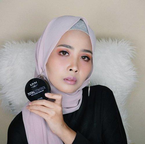 "Beberapa hari ini lagi suka banget pk produk cushion dr @nyxcosmetics_indonesia ,hasilnya matte yangg bikinnn lagi total contol mesh cushion foundation long lasting,natural finish,non-cakey,comfortable.Disini gw pake shade yang ""true beige""#clozetteid@clozetteid #makeup #clozetteidreview #totallycontrol #nyx #NYXxclozetteidreview #NYXxclozetteid"