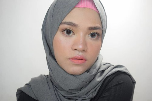 Udah lama ngga makeup-an. Tau-taunya muka aku udah tirusan aja muwehehe 😌 Blushnya aku pakai JAFRA long Wear Cream Blush Shade Casmere Peach. 🍑🍑🍑Where to buy : @jafrabeautycarebdg #clozetteid #motd #makeup #blush