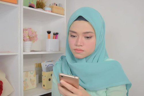 Lagi scroll feed terus ketemu foto ini, ya udah kasih love aja atuh. Hehehe 🤓😝😛...#clozetteid #hijab #motd
