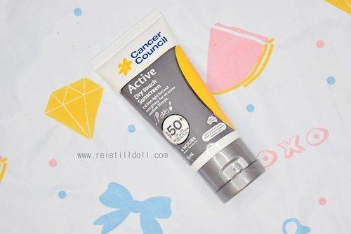 "Kalian sudah baca review aku mengenai sunscreen cream yang sedang aku gunakan akhir-akhir ini? Sunscreen ini oil-free, kandungan spfnya tinggi, waterproof dan cocok juga untuk kegiatan outdoor/sport.  Baca review lengkapnya di blog aku www.reistilldoll.com atau bit.ly/Sunscreencream  Aku membeli sunscreen cream ini di @benscrub. Aku punya kode voucher ""BABEVINA"" potongan 50.000 yang bisa kalian gunakan untuk belanja produk minimal 300.000 di www.benscrub.com  #cancercouncil #cancerCouncilsunscreen #benscrub #sunblock #sunscreencream #blogger #sunblockcream #clozette #clozetteid #skincare #facecream"