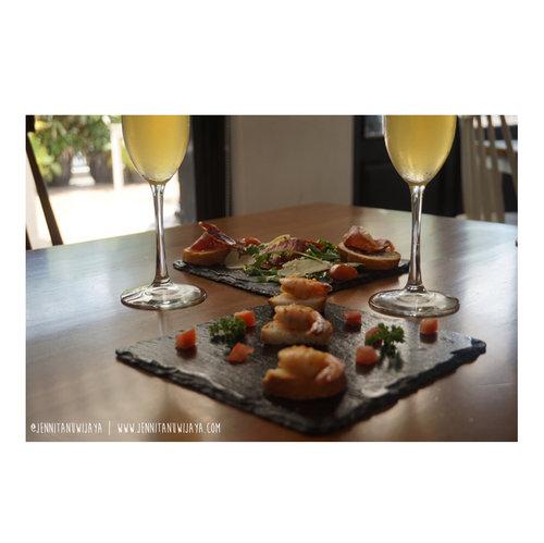 Lunch time! .......#jenntan #jennitanuwijaya #gastromaquia #clozetteid #clozetteidreview #clozettexgastromaquia #jktfoodiestory #spanishrestojkt #foodstagramer #jktfoodblogger #indonesianfemalebloggers #bloggerperempuan #femaledailynetwork #foodreview #christmasfeast #christmasluncheon