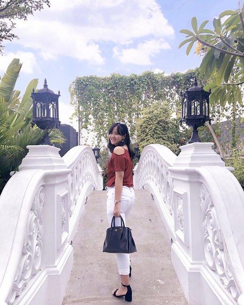 Tinggal dikerek di tiang bendera inimah 🤣🤣 . . . 📷 @rararazan . . . . #jenntanwears #clozetteid #cicireceh #recehkaninstagram #fashionpeople #whatiweartoday #fashioninfluencers #fashionbloggerstyle #shoxsquad @shoxindonesia #urbanfashionista #lookbookid #lookbookindonesia