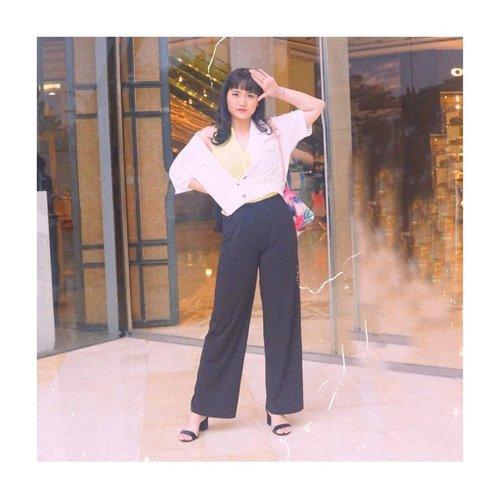 Selamat sabtu malem, mblo. Buruan tidur, biar cepet kelar sadnitenya. HAHA. 😘 . . . Lensed @budiartiannisa . . . . . . . #clozetteid #fashioninfluencers #ggrepstyle  #whatiweartoday #fashionpeople #stylebloggerindo #urbanfashionista #lookbookindonesiainspired #fashionphotographyindo #beautynesiamember #indobeautyceleb #indonesianfemaleblogger