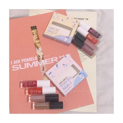 Lagi gemes sama yang baru nih! Eh makeup baru maksudnya 🤪..@eminacosmetics sekarang punya lip minis kit, isinya each 2 magic potion and 2 creammatte. Gemes banget buat traveling or even dibawa di tas, yagaksih? Karna kecil jadi ga penuhin tas hehe. Me myself lebih suka kit get it girl as it's suitable for both daily needs & events, kalo si you go girl aku pake kalo lagi pengen bikin no makeup makeup look, biar natural! ..Go get them at online & offline stores 💕.....@eminacosmetics @sociolla @beautyjournal #GetThemMini #EminaxBeautyJournal........#shotwithiphone #clozetteid #cicireceh #collabwithjenntan #flatlayinspiration #makeupflatlay #eminacosmetics #eminacreammatte #eminamagicpotion #photographyideas #photoshootinspo