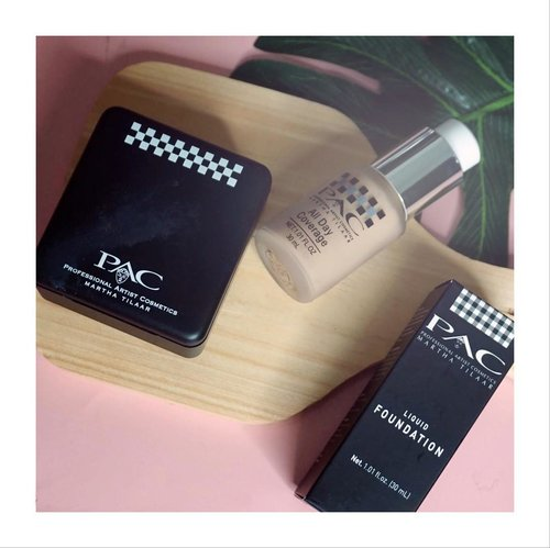 Who doesn't love perfect complexion? Duo foundation & loose powder @pac_mt ini bener2 bikin perfect matte complexion! Yes, foundationnya yang super matte terus di set sama loose powdernya. Cocok banget buat kulit kombinasi kayak aku atau kulit berminyak. Sayangnya shade nya cuma ada 4 pilihan, so have you tried them? #jenntanshortreview .. Full review is up and live on my blog, come by to www.jennitanuwijaya.com.......#Beautiesquad #BeautiesquadReview #PACxBeautiesquad #Weightless #xPACtation #jenntan #clozetteid #collabwithjenntan