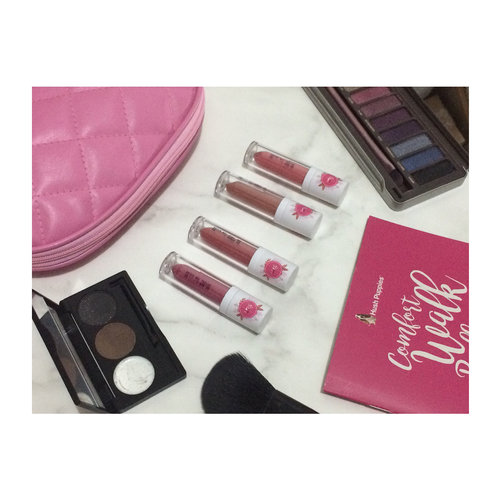 Got these limited edition lipcream from @mustikaputeriid @atomcarbonblogger , will share the review soon❤️ . . . . . . . . #MustikaPuteri #PuteriIcon2017 #MyLipslicious #VibesGeneration #kbbvxMPLiplicious #kbbvblogcompetition . . .  #clozetteid #clozettedaily #unboxingpackage #LYKEambassador #jenntan #jennitanuwijaya #beautynesiamember #beautiesquad #jakartabeautyblogger #flatlayproduct #flatlayproduct #locallipcream #ggrep #ggreptrend