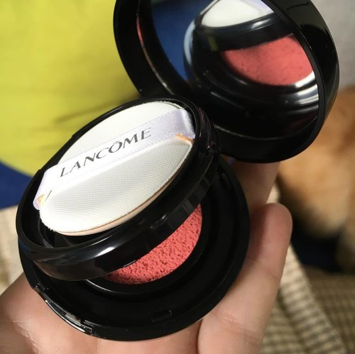 Super sleek design @lancomeofficial cushion blush 😍😍😍 . . #loveit #clozetteid #makeup #blush #lancomeindonesia #lancomecushionblush #makeupaddict #cute