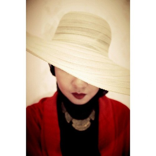 'The brim of my hat hides the eye of a ...' 🎵 Winterplay - Moon Over Bourbon Street 🎵 #ClozetteID #hat #red #redlips